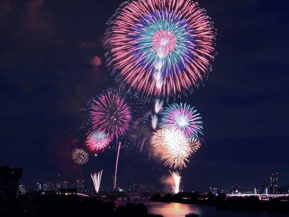 戸田橋花火大会の穴場スポット2019と交通規制や指定席は?