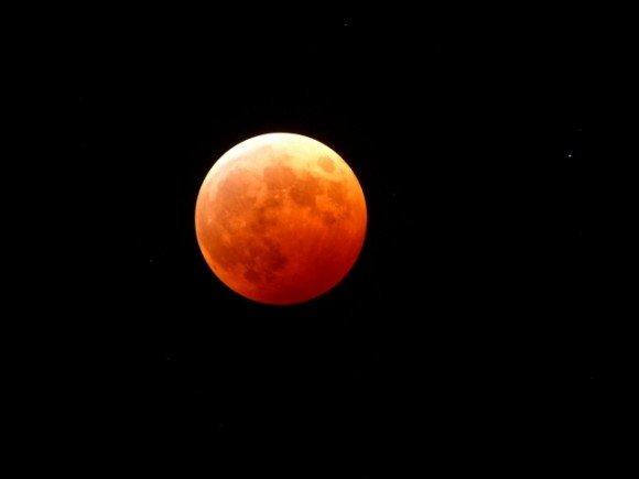 皆既月食2019はいつ?方角や時間と皆既月食の仕組み!