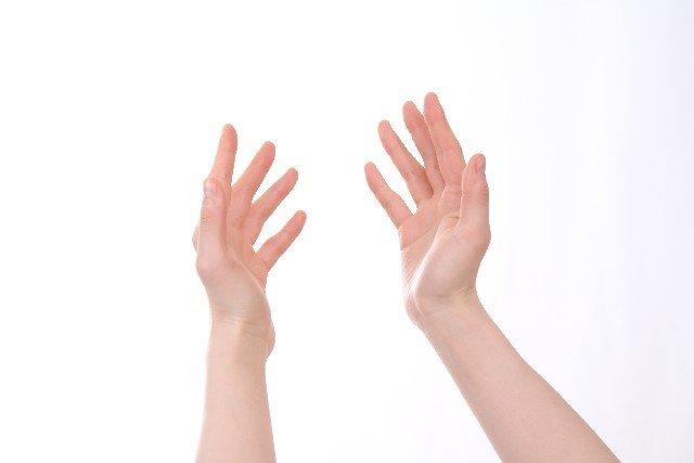 手の指先のしびれの原因と治し方!症状がひどい時は病気?