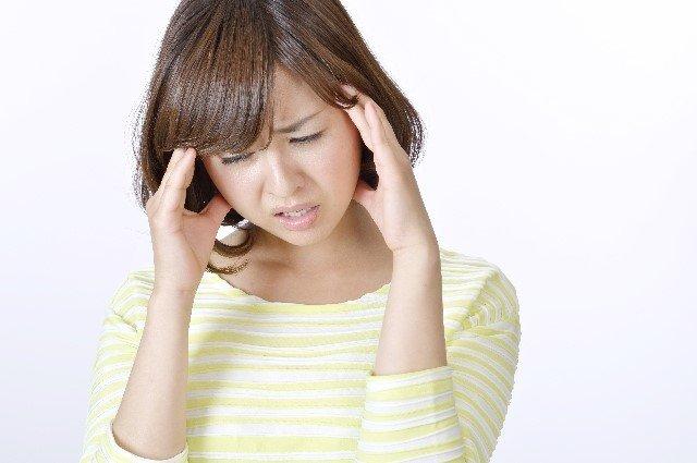片頭痛の原因と症状や対処法と治し方【ツボ・漢方・市販薬】