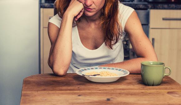 食欲不振の原因や対処法!病気の可能性はあるの?