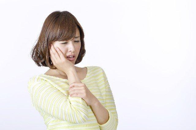 歯ぎしりの原因と効果的な対処法や治し方!